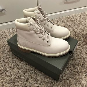 NEW Junior's Timberland Boots Size 6.5 Rare color!